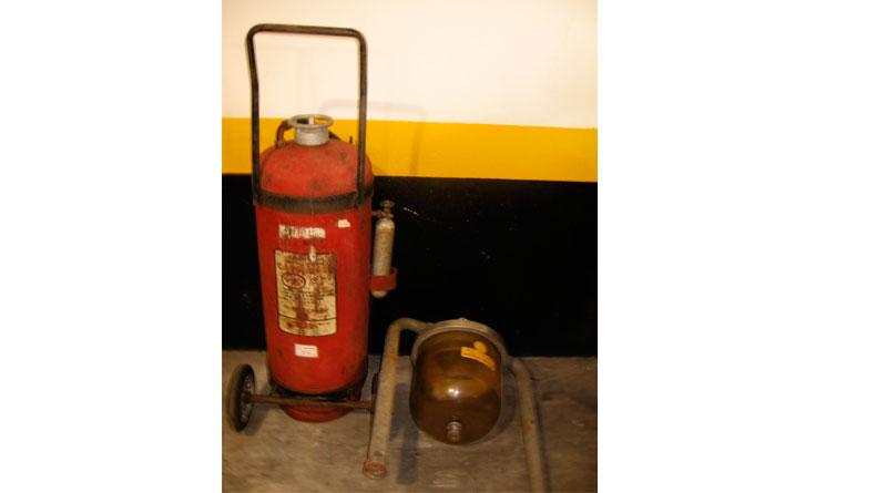 Extintor de incêndio antigo